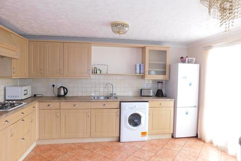 4 bedroom townhouse to rent - St. Andrews Close, London, Thamesmead SE28