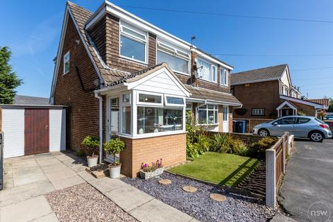 3 bedroom semi-detached house for sale - Manor Avenue, Burscough
