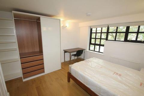 1 bedroom in a flat share to rent - Spacious Double Room in a professional flat share situated in a riverside development, next to Greenland Docks,...