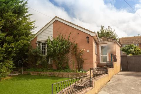 2 bedroom detached bungalow for sale - Springfield Close, Ramsgate