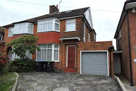 4 bedroom house to rent - Lonsdale Drive, Enfield