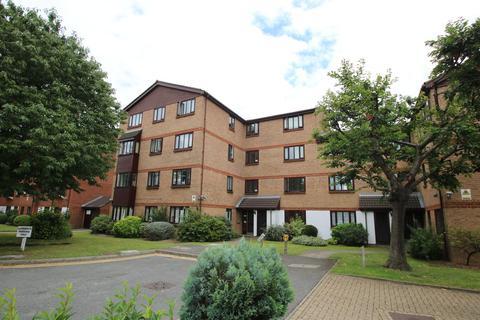 2 bedroom ground floor flat to rent - Burnham Gardens, Croydon