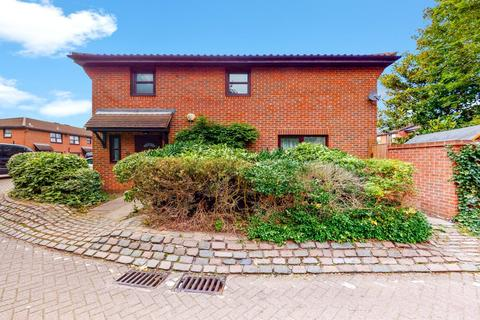 3 bedroom end of terrace house for sale - Weavers Way, Camden, London, NW1