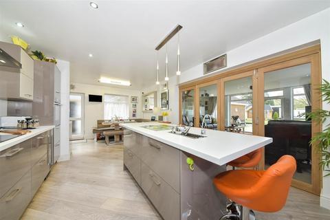6 bedroom detached bungalow for sale - North Parade, Grantham