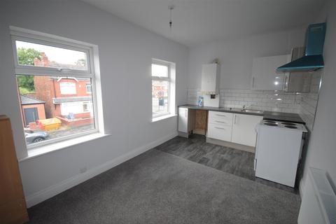 2 bedroom flat to rent - Knowsley Road, Springfield, Wigan