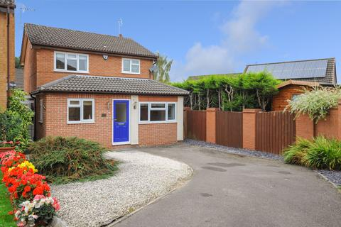 3 bedroom detached house for sale - Stanwood Drive, Walton, S42
