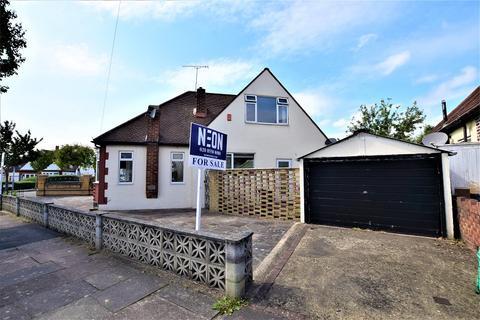 2 bedroom detached bungalow for sale - Marlborough Drive, Ilford, Essex. IG5 0JW