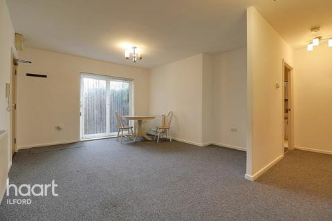 2 bedroom apartment for sale - Loxford Lane, Ilford