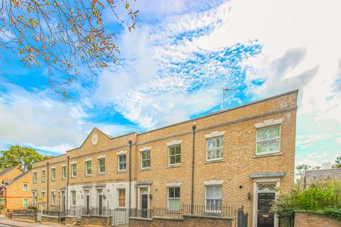 3 bedroom terraced house to rent - Youngs Mews, Hertford