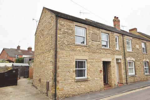 3 bedroom end of terrace house for sale - 67 London Road, Wollaston, Northamptonshire, NN297QP