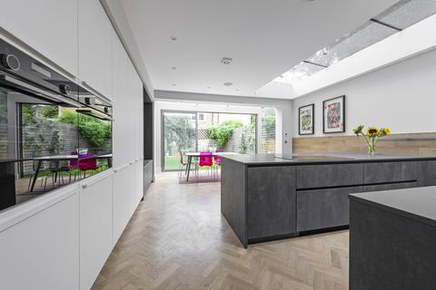 5 bedroom semi-detached house for sale - Dents Road, SW11