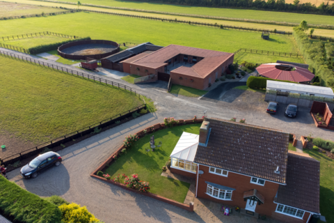 3 bedroom detached house for sale - Beverley House Stables