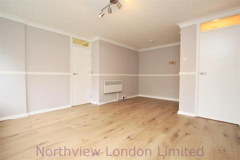Studio to rent - Chase Court Gardens, Enfield, En2