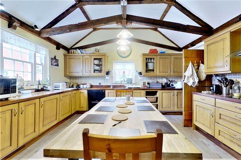 6 bedroom detached house for sale - Stoke Road, Allhallows, ME3 9PF