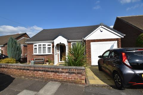 2 bedroom detached bungalow to rent - Delbooth Avenue, Urmston, M41