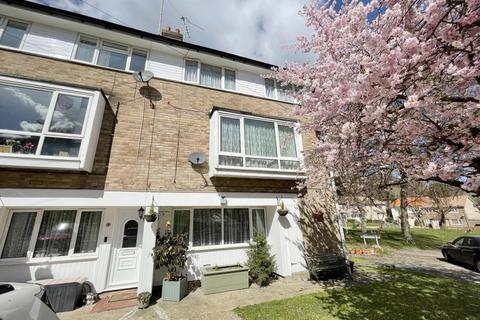 3 bedroom flat for sale - 2 Bridlington Close, Biggin Hill, Westerham, Kent