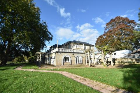 2 bedroom apartment to rent - Sudbury Hall, Melford Road