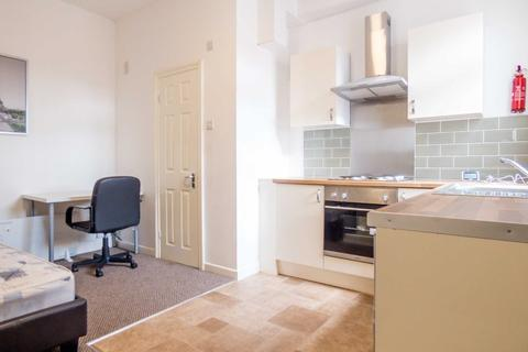 Studio to rent - Holyhead Road, Coundon, Coventry