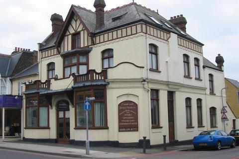 2 bedroom flat to rent - Haycroft Road, Surbiton
