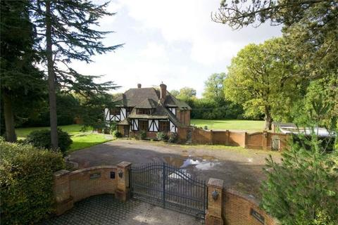5 bedroom detached house for sale - Warren Drive, Kingswood