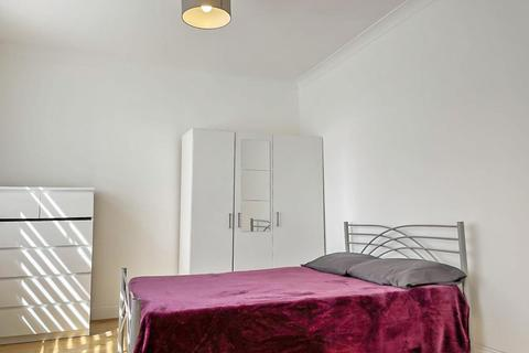 1 bedroom in a house share to rent - Bowes Road, Arnos Grove