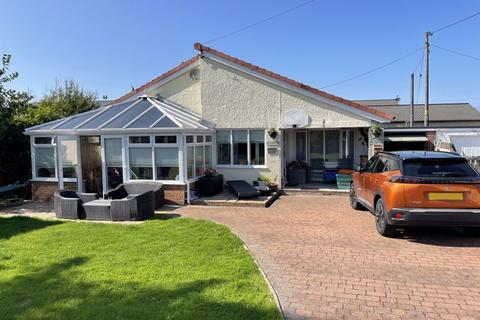 4 bedroom detached bungalow for sale - Valley, Anglesey