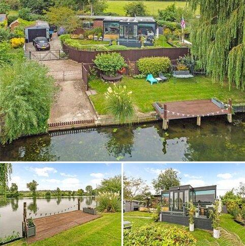 2 bedroom detached house for sale - Riverside Road, Bourne End, Buckinghamshire, SL8