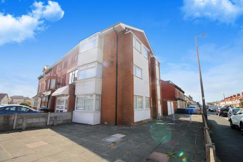 3 bedroom apartment for sale - Beach Road,  Thornton-Cleveleys, FY5