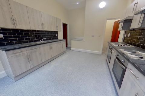 4 bedroom flat to rent - Regent Park Terrace, Hyde Park, Leeds