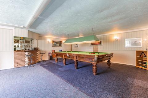 4 bedroom detached house for sale - Off Newmarket Road