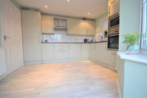 4 bedroom detached house for sale - Yardley Close, Corby