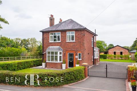3 bedroom detached house for sale - Ulnes Walton Lane, Leyland