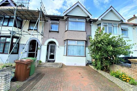 3 bedroom terraced house to rent - Salisbury Avenue, Barking, IG11
