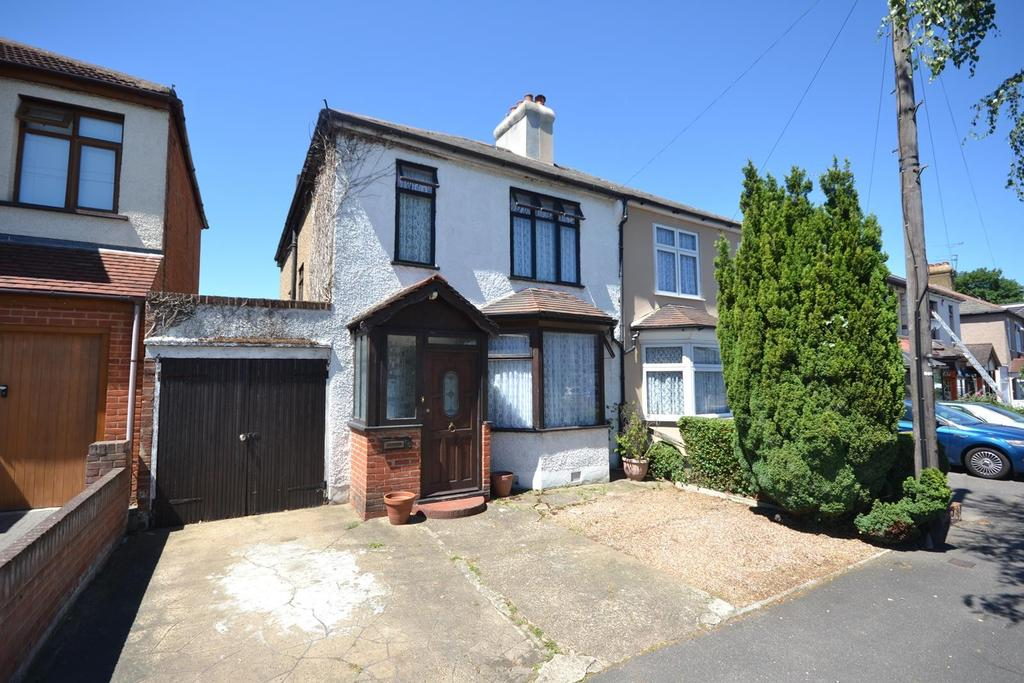 3 Bedrooms Semi Detached House for sale in Argyle Gardens, Upminster, Essex, RM14