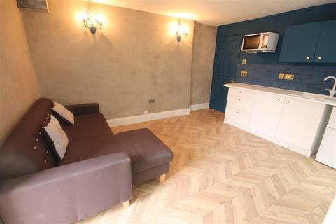 Studio to rent - 194 A Westgate Road, City Centre