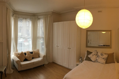 Studio to rent - Alfred Road, London W3