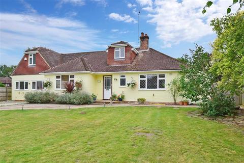 4 bedroom bungalow for sale - London Road, Coldwaltham, West Sussex