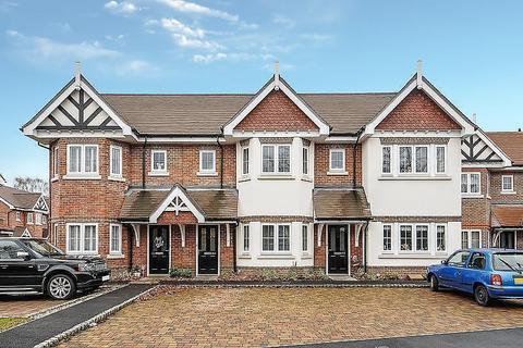 4 bedroom terraced house for sale - Trenchard Close, Hersham, KT12