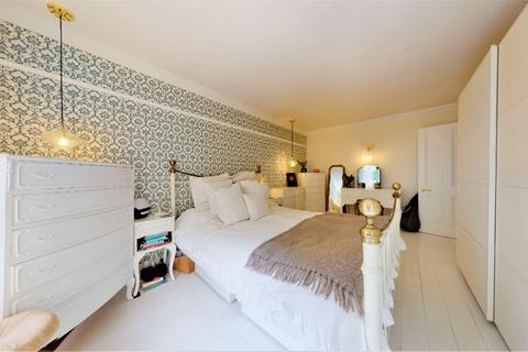 2 bedroom flat for sale - Eaton Gardens, Hove, BN3