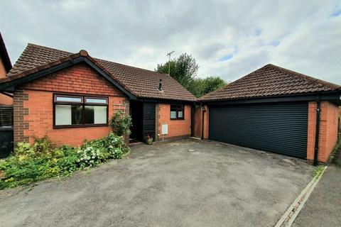 2 bedroom detached bungalow for sale - Kennett Gardens, Abbeymead, Gloucester