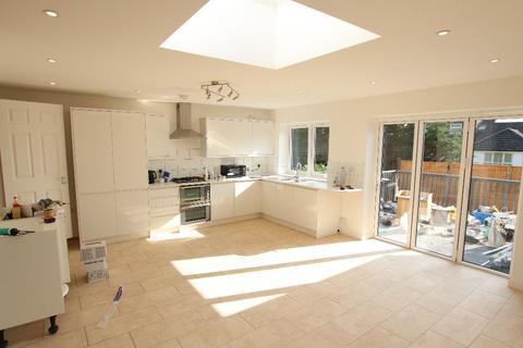 5 bedroom semi-detached house to rent - Dunster Close, Barnet