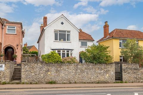 4 bedroom detached house for sale - Large Detached house close to city centre with parking