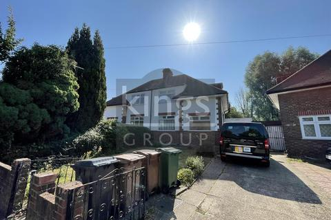 4 bedroom house for sale - Amesbury Drive, London