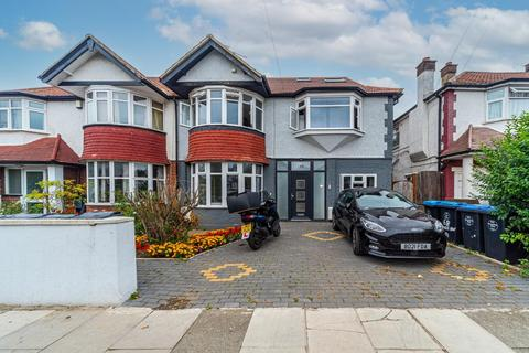 5 bedroom house to rent - Park Avenue North, London