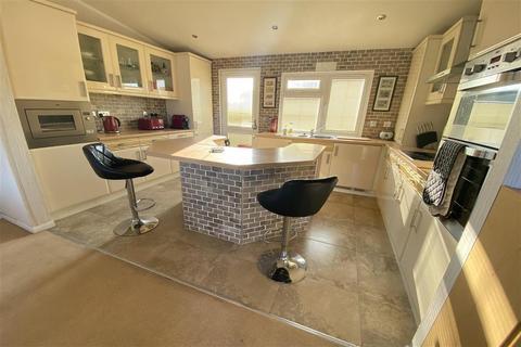 3 bedroom park home for sale - Palm Court, Battlesbridge, Wickford, Essex