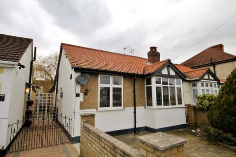 3 bedroom bungalow to rent - Green Lane, Sunbury On Thames, Middlesex, UK, TW16