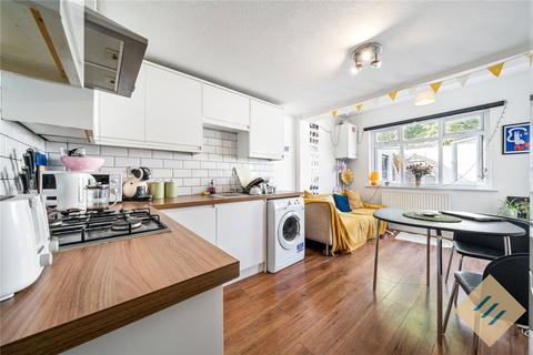 4 bedroom apartment to rent - Finsbury Road, London, N22