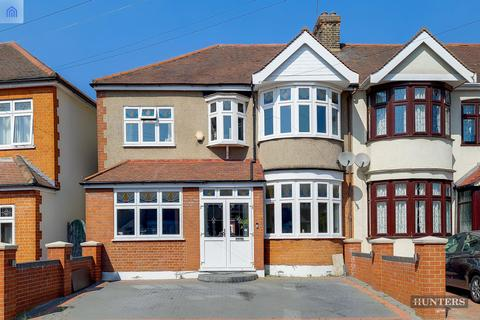 5 bedroom end of terrace house for sale - Norbury Gardens, Chadwell Heath, RM6