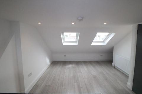 1 bedroom in a house share to rent - Malham Terrace, Edmonton, N18