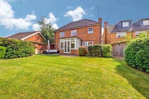 4 bedroom detached house for sale - Walton Drive, Horsham